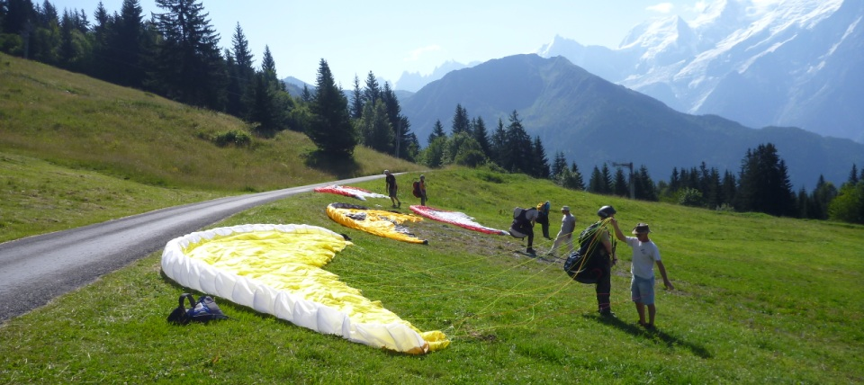 Paragliding beginner courses in France | British BHPA Paragliding school